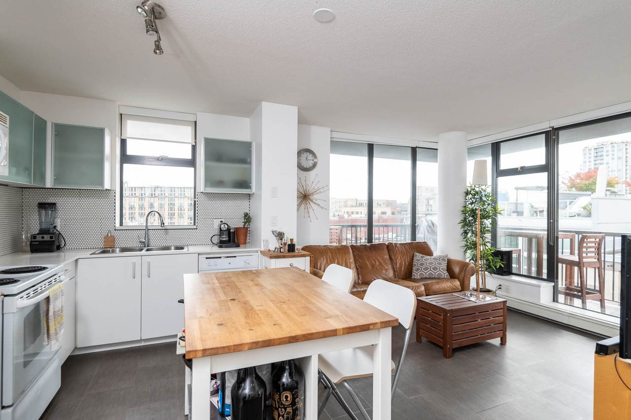 Main Photo: 902 66 W CORDOVA STREET in Vancouver: Downtown VW Condo for sale (Vancouver West)  : MLS®# R2310428