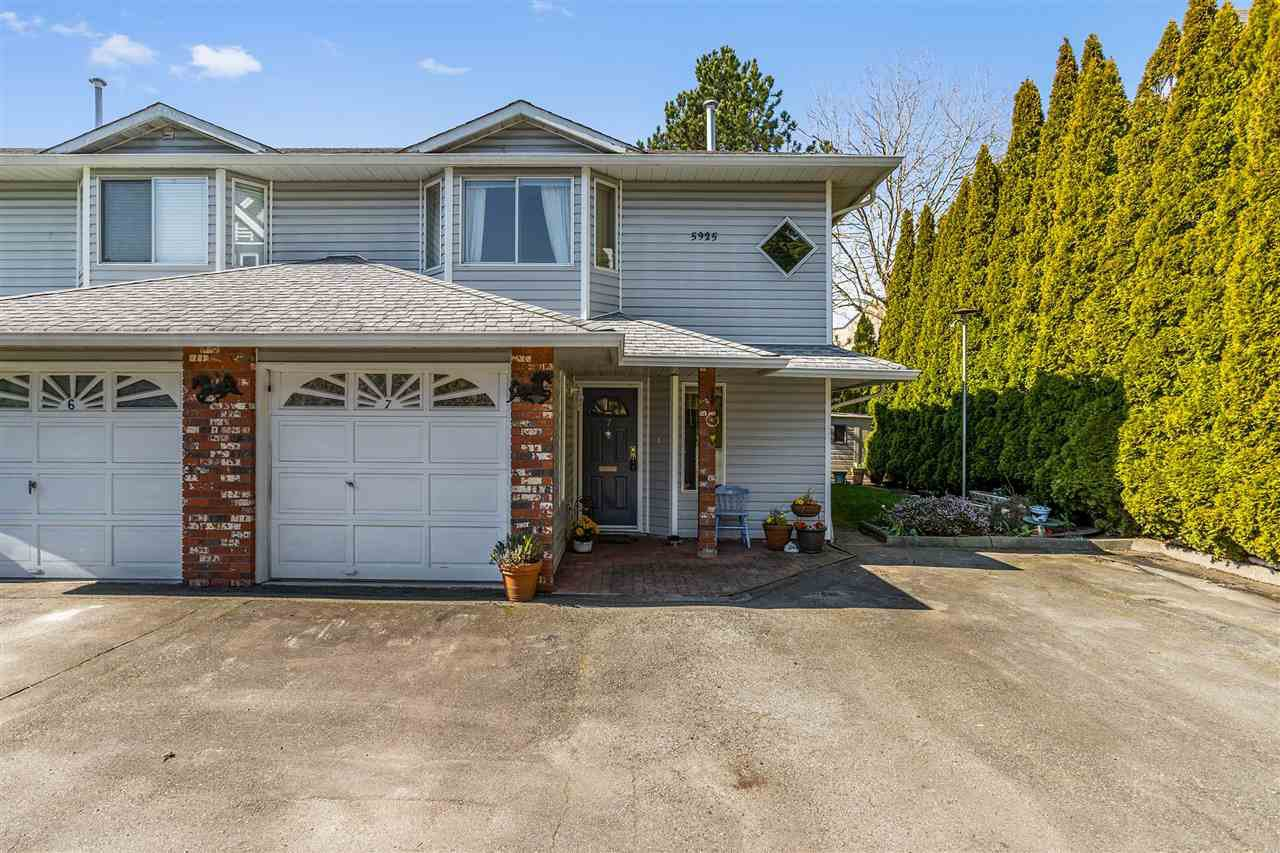 "Main Photo: 7 5925 177B Street in Surrey: Cloverdale BC Townhouse for sale in ""The Gables"" (Cloverdale)  : MLS®# R2447082"