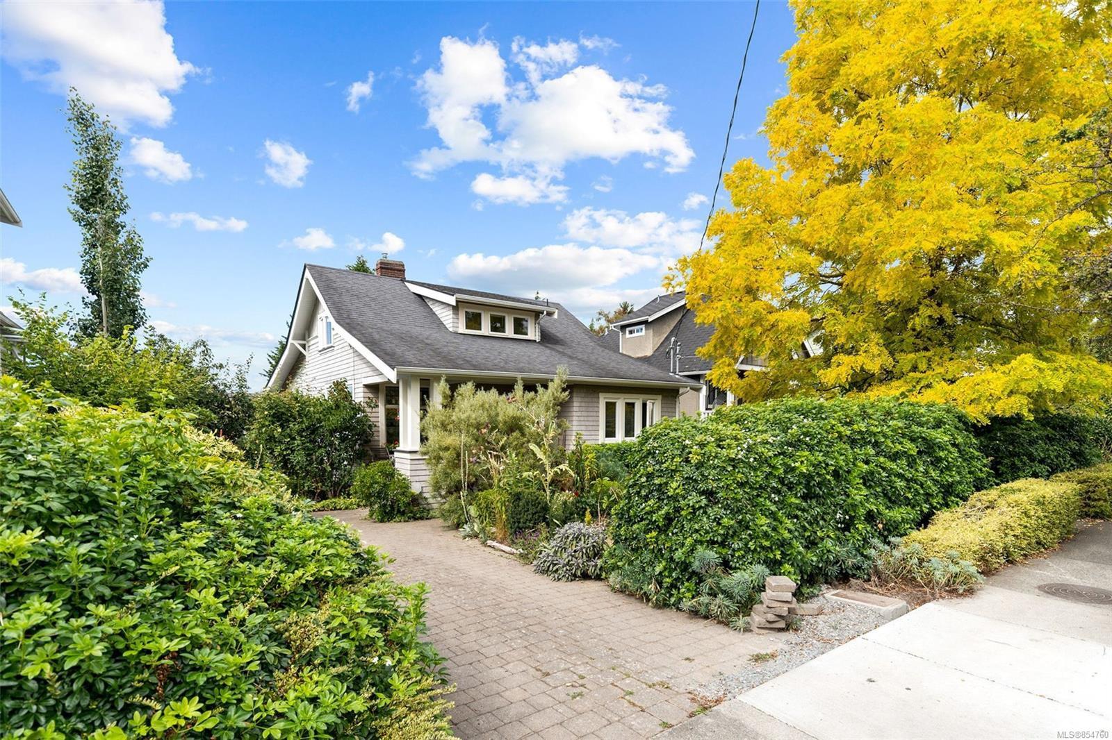 Main Photo: 2728 Blackwood St in : Vi Hillside House for sale (Victoria)  : MLS®# 854760