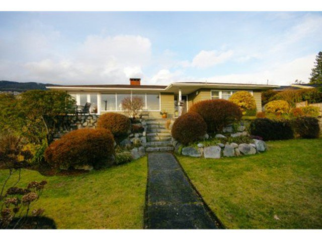 Main Photo: 2095 Mathers Avenue in Vancouver: Ambleside Condo for sale (Vancouver West)  : MLS®# V1047700
