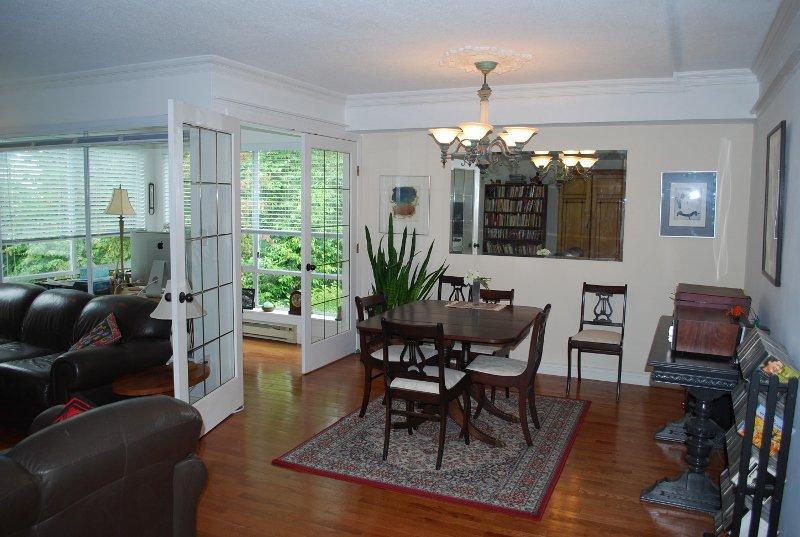 Photo 2: Photos: 4 1552 Everall in White Rock: Condo for sale : MLS®# f1415097