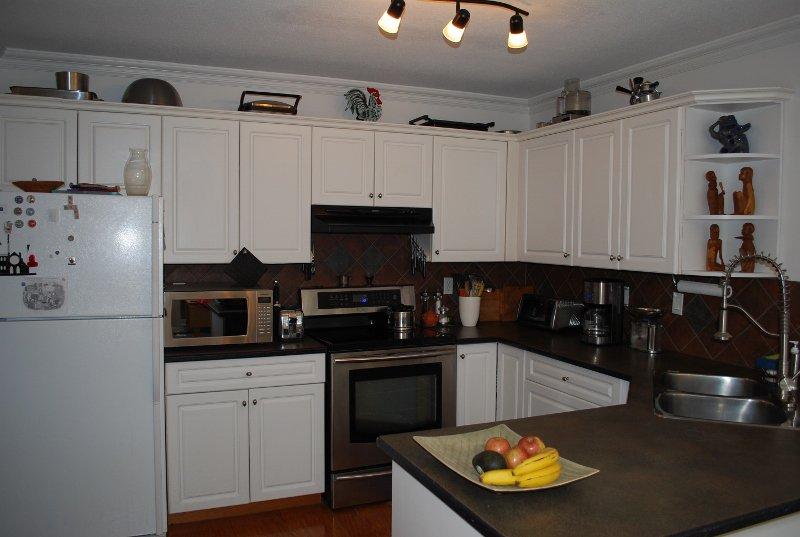 Photo 6: Photos: 4 1552 Everall in White Rock: Condo for sale : MLS®# f1415097