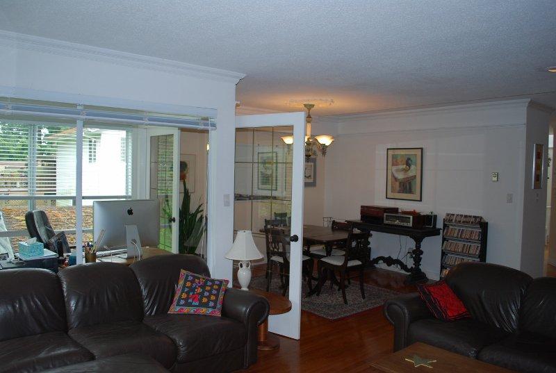 Photo 4: Photos: 4 1552 Everall in White Rock: Condo for sale : MLS®# f1415097