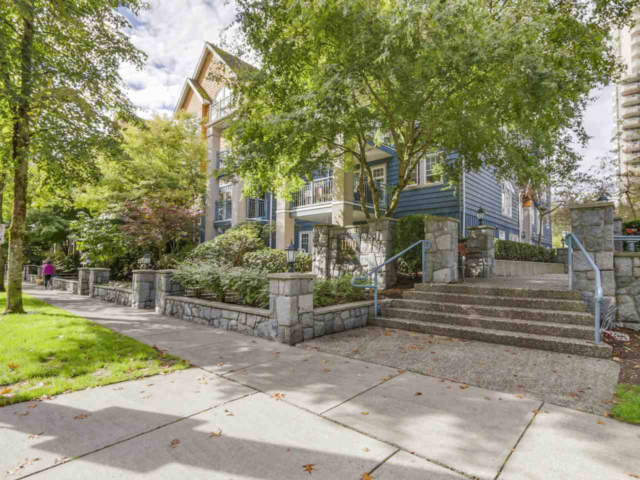 Main Photo: 304 1190 EASTWOOD STREET in Coquitlam: North Coquitlam Condo for sale : MLS®# R2112295