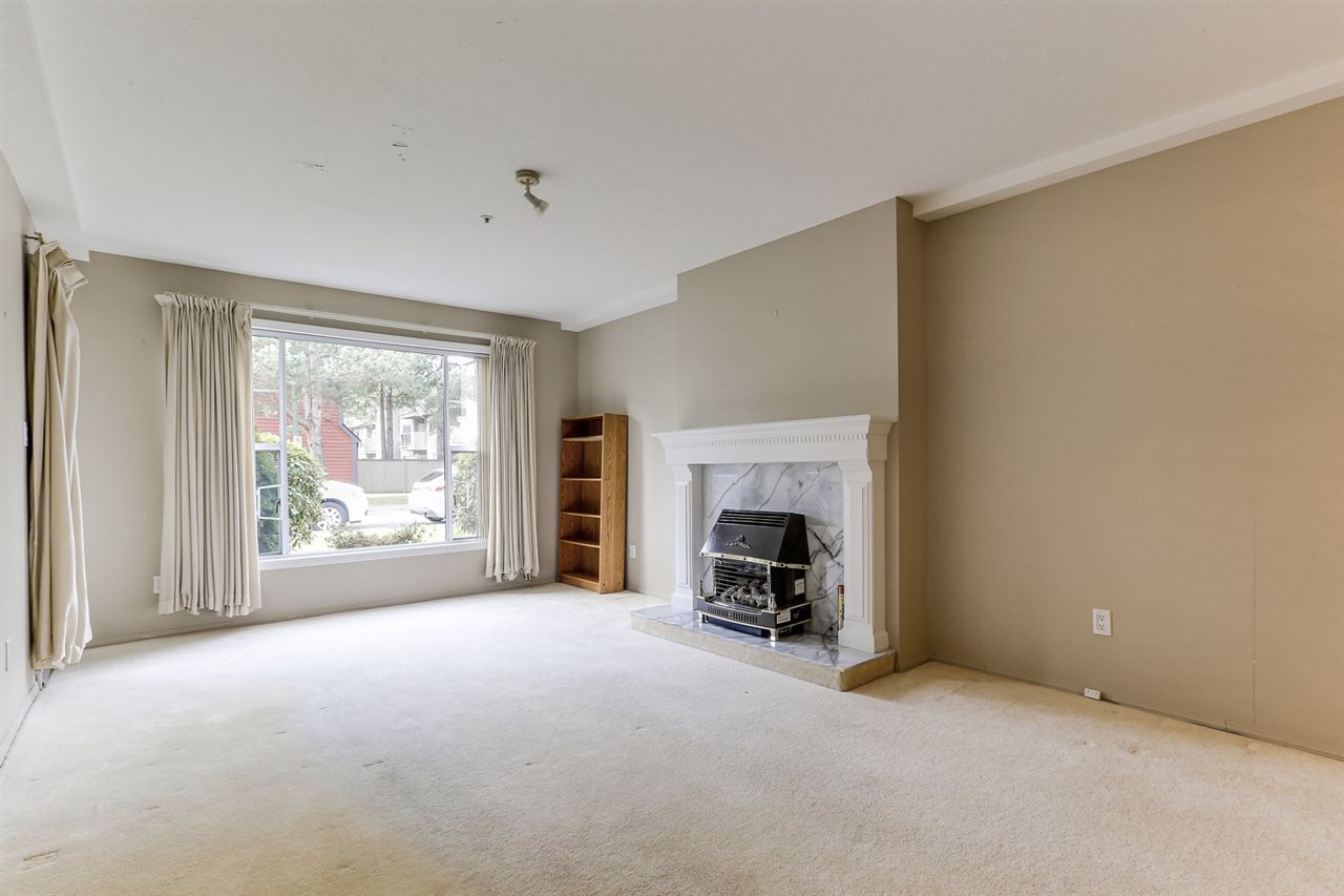 Photo 3: Photos: 108 1150 54A Street in Delta: Tsawwassen Central Condo for sale (Tsawwassen)  : MLS®# R2435523