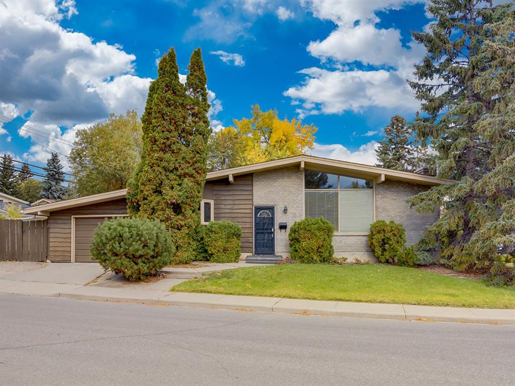 Main Photo: 1302 105 Avenue SW in Calgary: Southwood Detached for sale : MLS®# A1037106