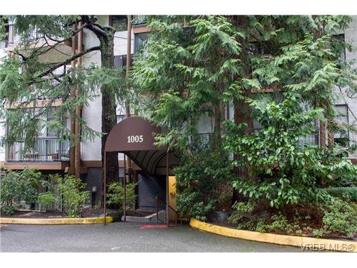 Main Photo: 403 1005 McKenzie Ave in VICTORIA: SE Quadra Condo for sale (Saanich East)  : MLS®# 647040