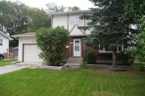 Main Photo: 207 Rouge Road in Winnipeg: Westwood Single Family Detached for sale (West Winnipeg)  : MLS®# 1422565