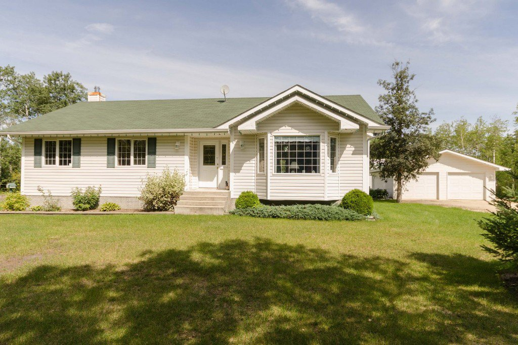 Main Photo: 35139 Cedar Lake Road in RM Springfield: Single Family Detached for sale : MLS®# 1522828