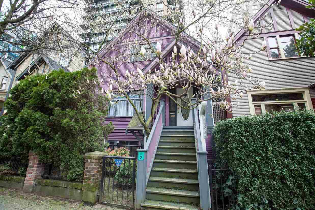 Main Photo: 435 HELMCKEN STREET in Vancouver: Yaletown House for sale (Vancouver West)  : MLS®# R2106269