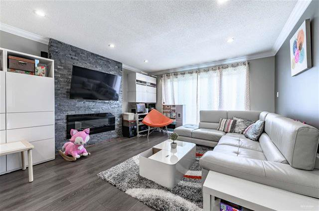 Photo 2: Photos: 668 E 55TH Avenue in VANCOUVER: South Vancouver House for sale (Vancouver East)  : MLS®# R2368177