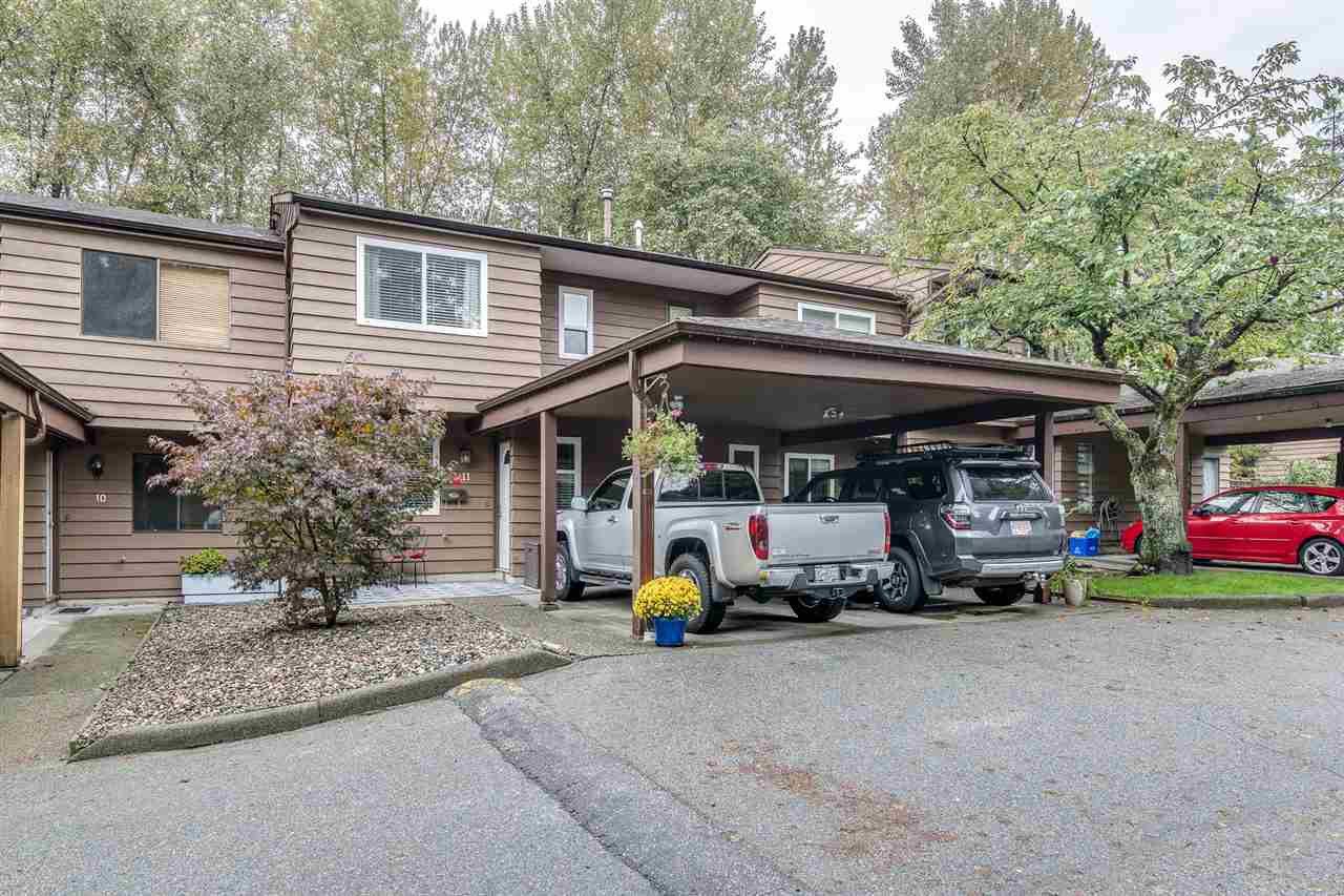 "Main Photo: 11 1140 EAGLERIDGE Drive in Coquitlam: Eagle Ridge CQ Townhouse for sale in ""FIELDRIDGE"" : MLS®# R2408591"