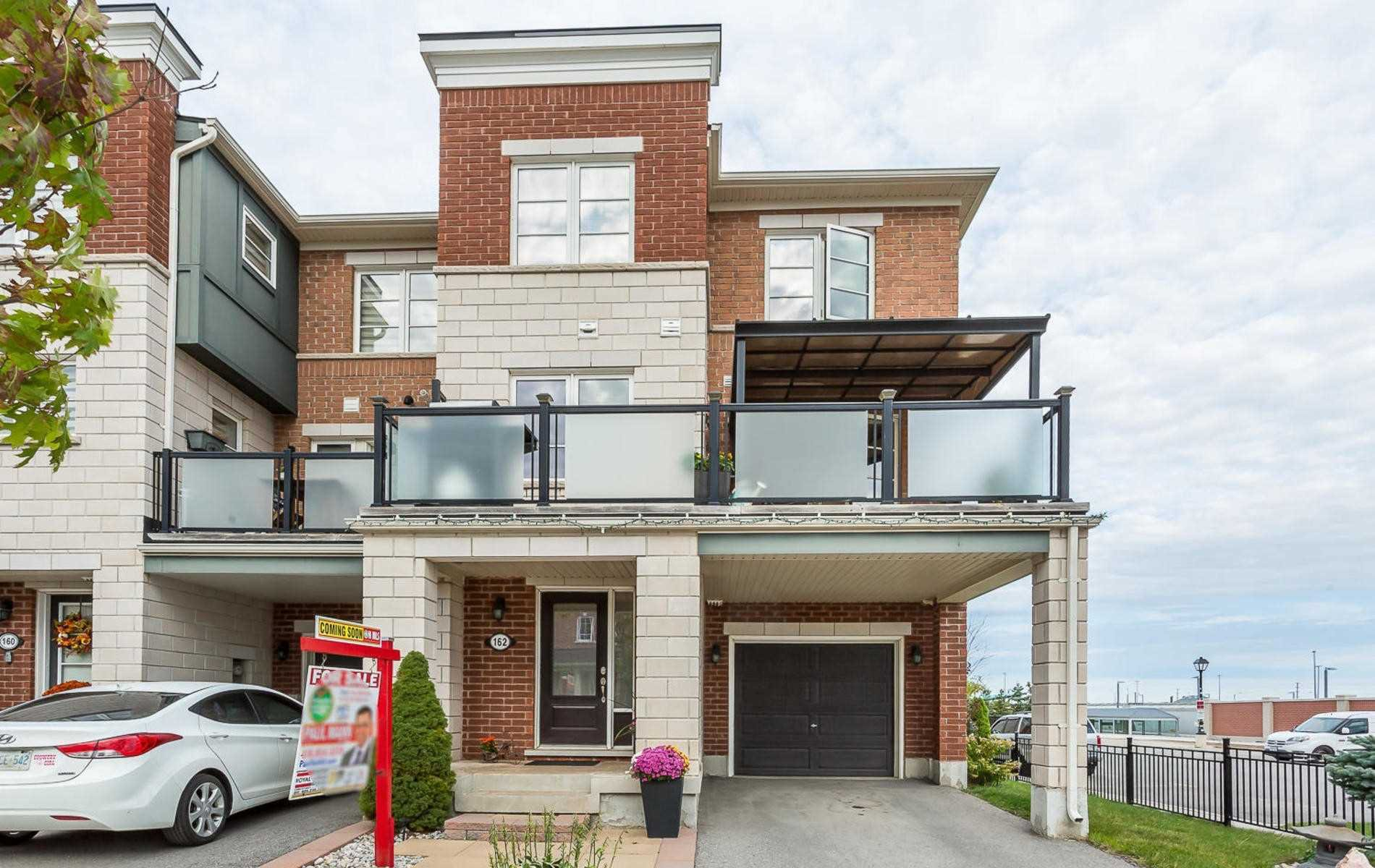 Main Photo: 162 Baycliffe Crescent in Brampton: Northwest Brampton House (3-Storey) for sale : MLS®# W4593287