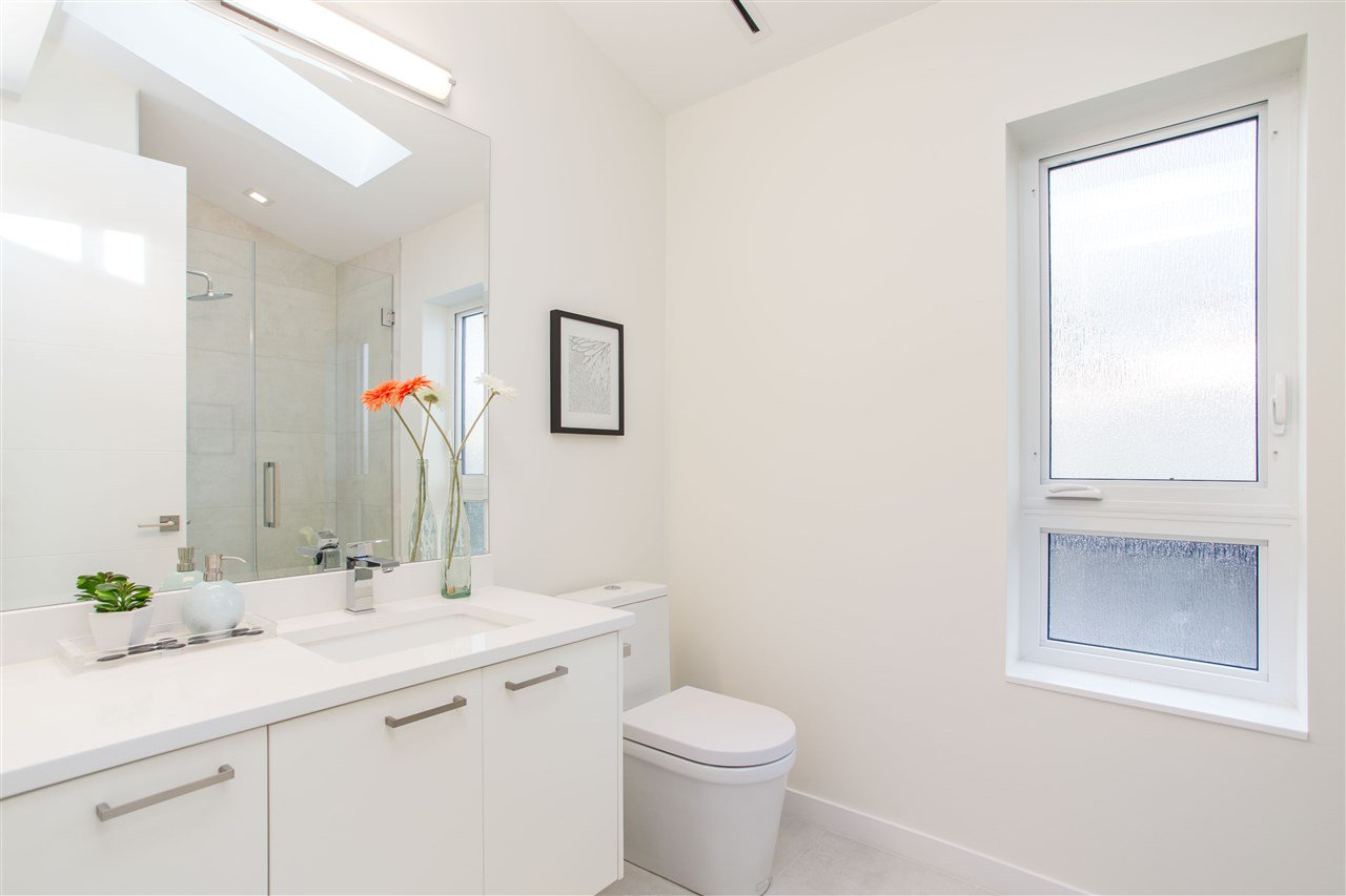 Photo 16: Photos: 4468 ONTARIO Street in Vancouver: Main House for sale (Vancouver East)  : MLS®# R2431010
