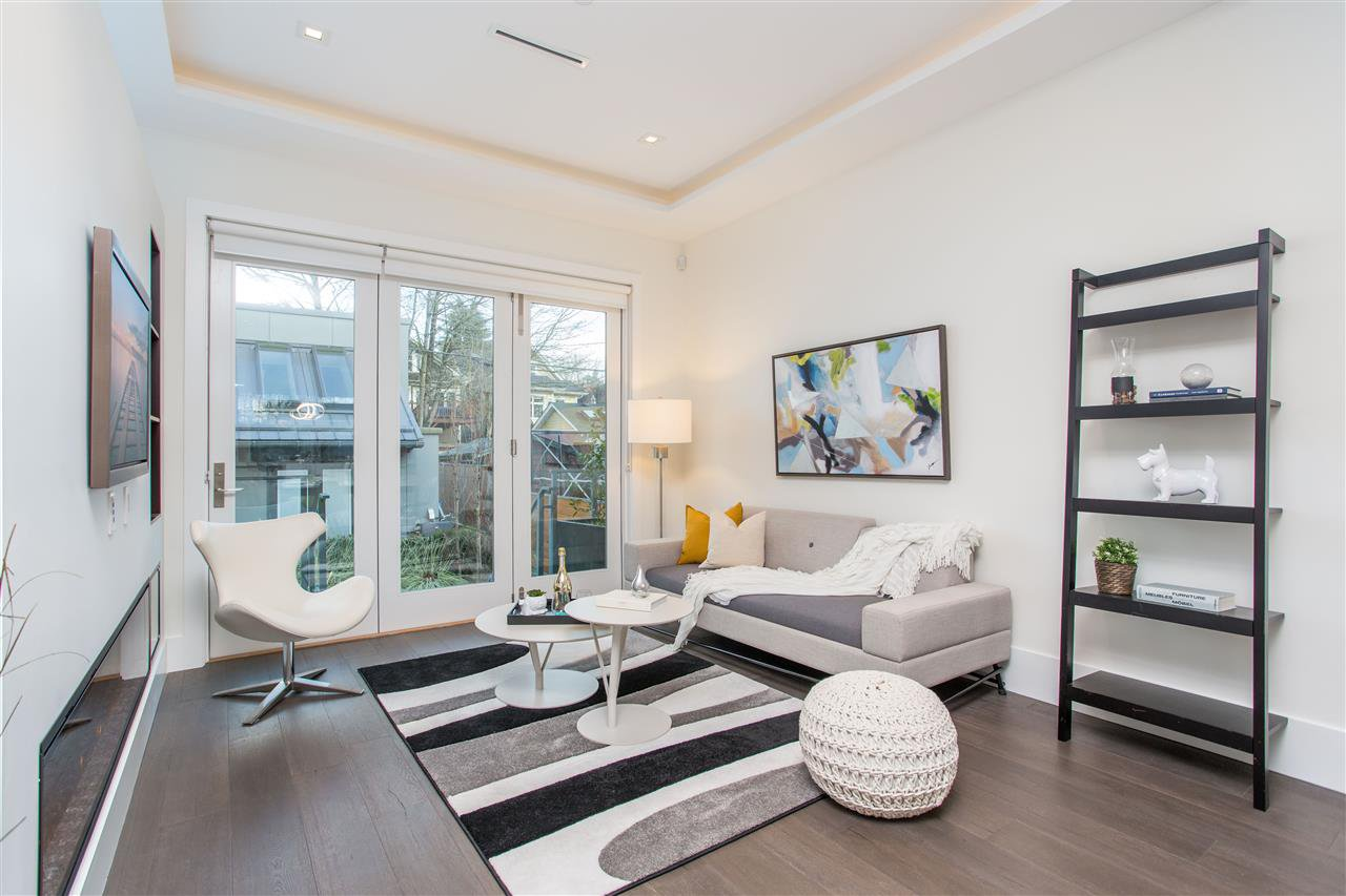 Photo 10: Photos: 4468 ONTARIO Street in Vancouver: Main House for sale (Vancouver East)  : MLS®# R2431010