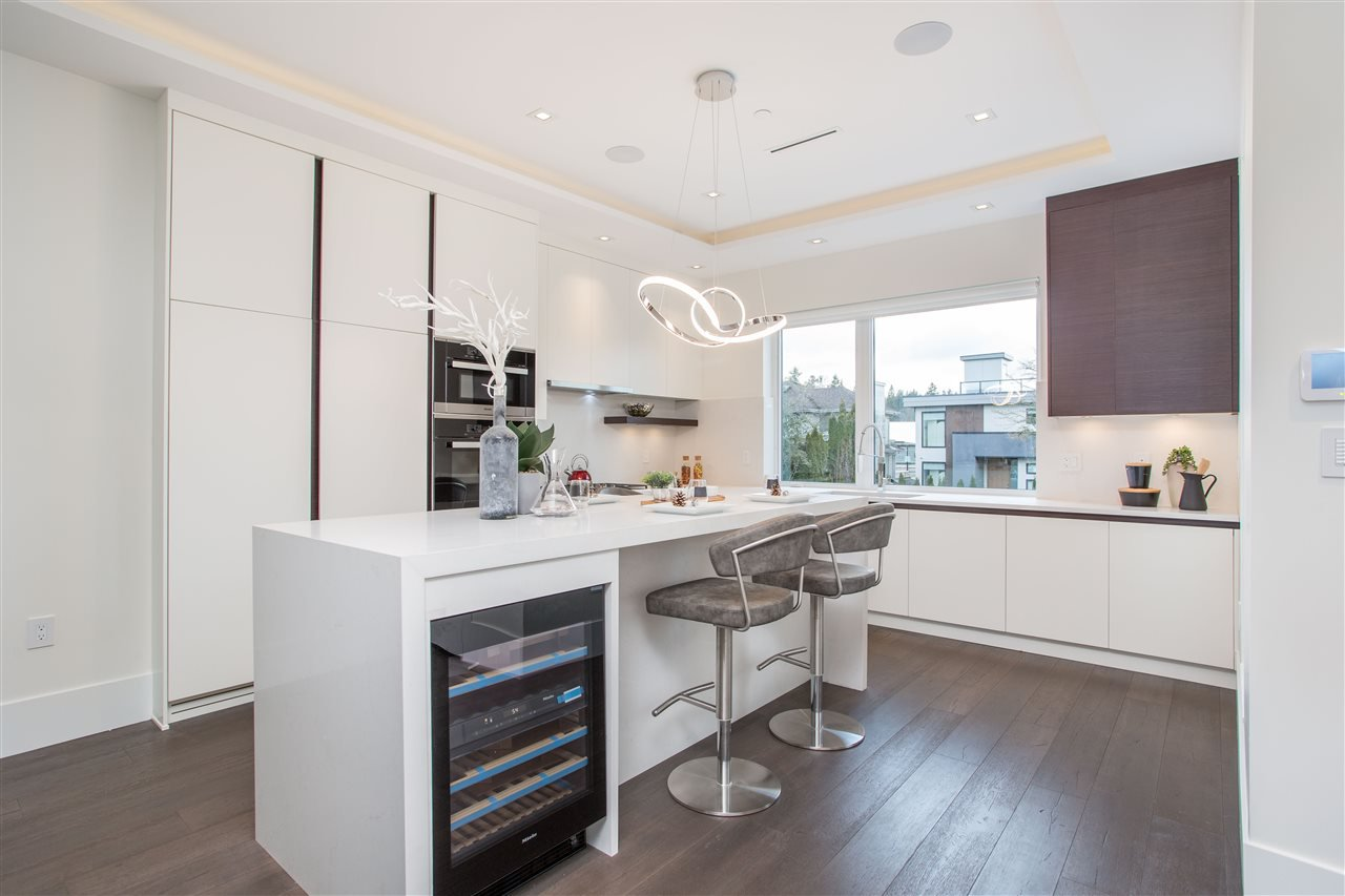 Photo 6: Photos: 4468 ONTARIO Street in Vancouver: Main House for sale (Vancouver East)  : MLS®# R2431010