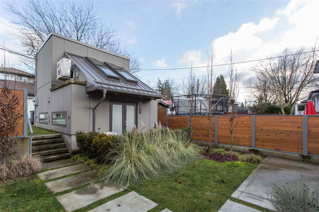Photo 2: Photos: 4468 ONTARIO Street in Vancouver: Main House for sale (Vancouver East)  : MLS®# R2431010