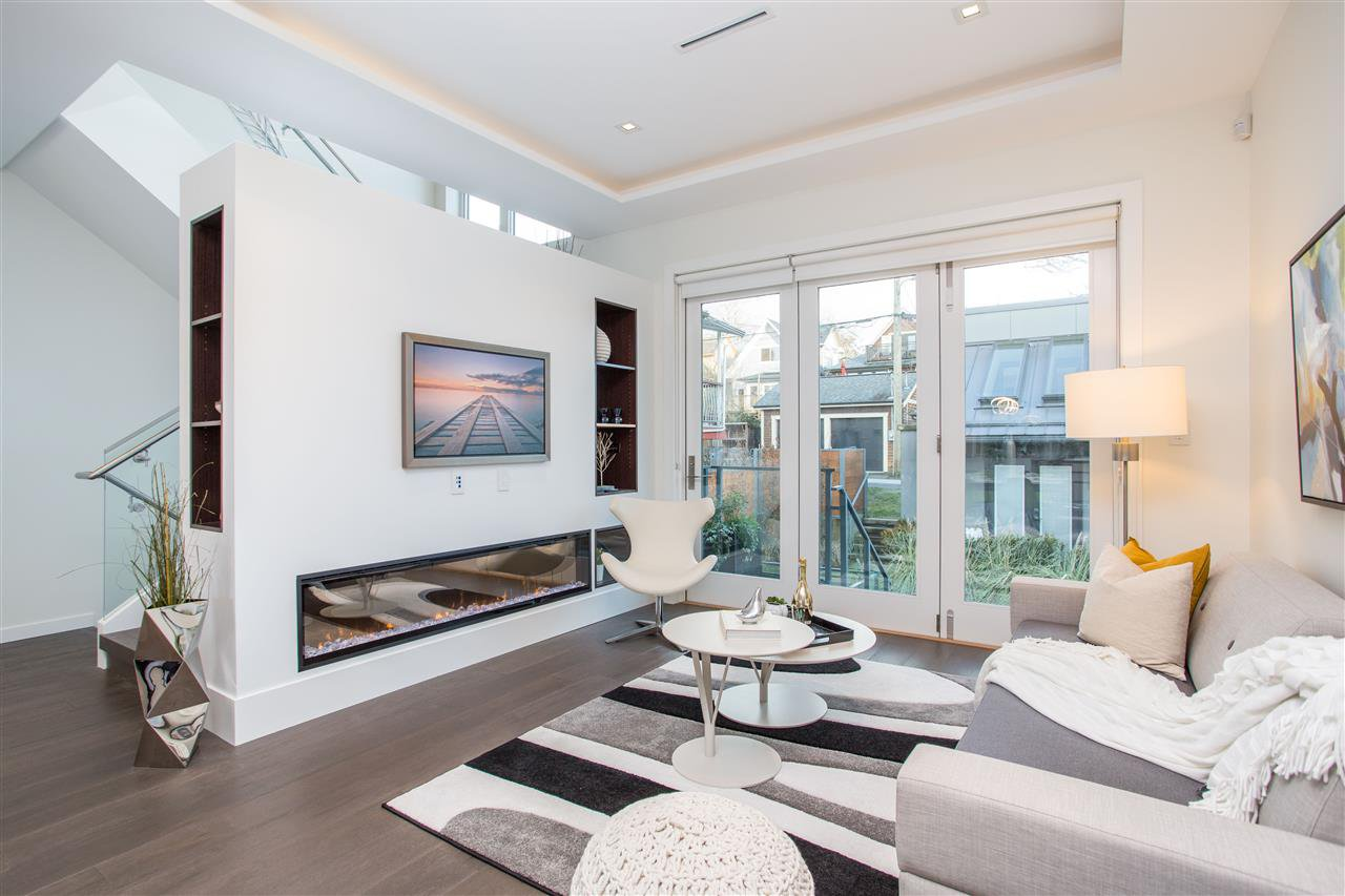 Photo 11: Photos: 4468 ONTARIO Street in Vancouver: Main House for sale (Vancouver East)  : MLS®# R2431010