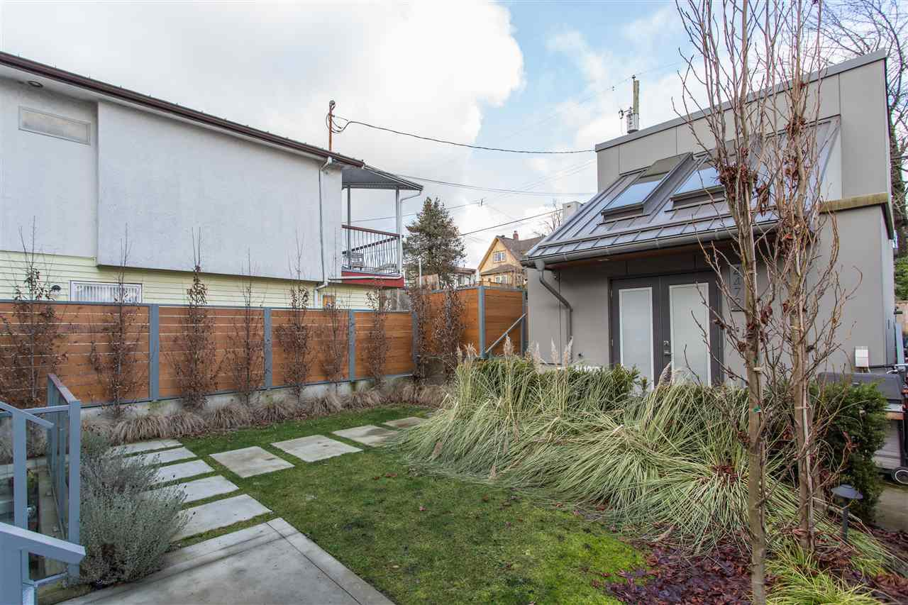 Photo 3: Photos: 4468 ONTARIO Street in Vancouver: Main House for sale (Vancouver East)  : MLS®# R2431010