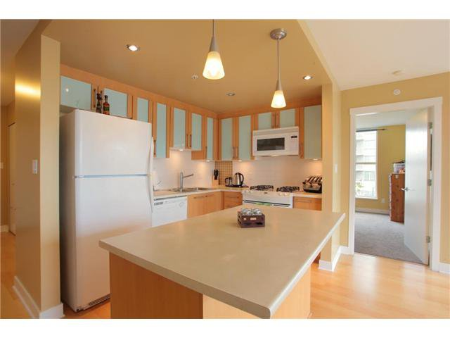 """Photo 18: Photos: 405 121 W 16TH Street in North Vancouver: Central Lonsdale Condo for sale in """"THE SILVA"""" : MLS®# V965894"""
