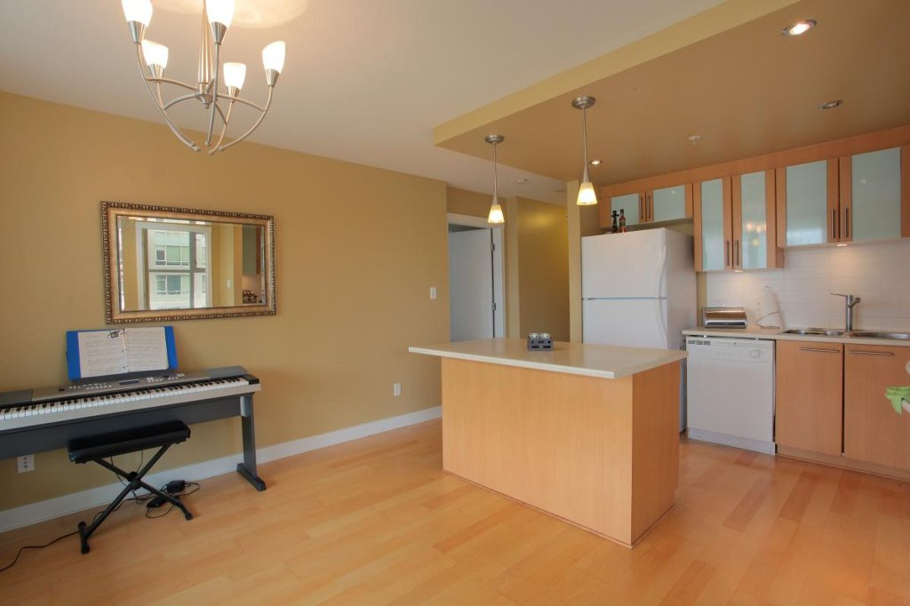 """Photo 4: Photos: 405 121 W 16TH Street in North Vancouver: Central Lonsdale Condo for sale in """"THE SILVA"""" : MLS®# V965894"""