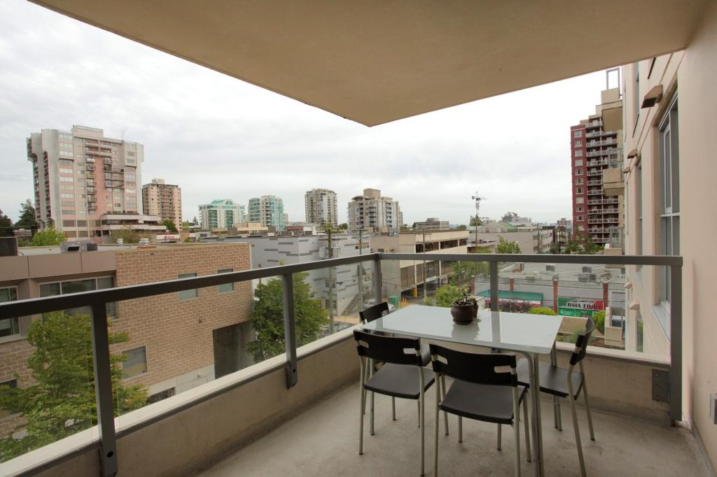 """Photo 3: Photos: 405 121 W 16TH Street in North Vancouver: Central Lonsdale Condo for sale in """"THE SILVA"""" : MLS®# V965894"""