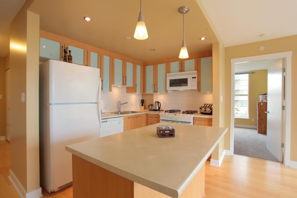 """Photo 5: Photos: 405 121 W 16TH Street in North Vancouver: Central Lonsdale Condo for sale in """"THE SILVA"""" : MLS®# V965894"""