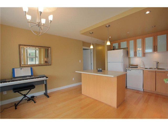 """Photo 25: Photos: 405 121 W 16TH Street in North Vancouver: Central Lonsdale Condo for sale in """"THE SILVA"""" : MLS®# V965894"""
