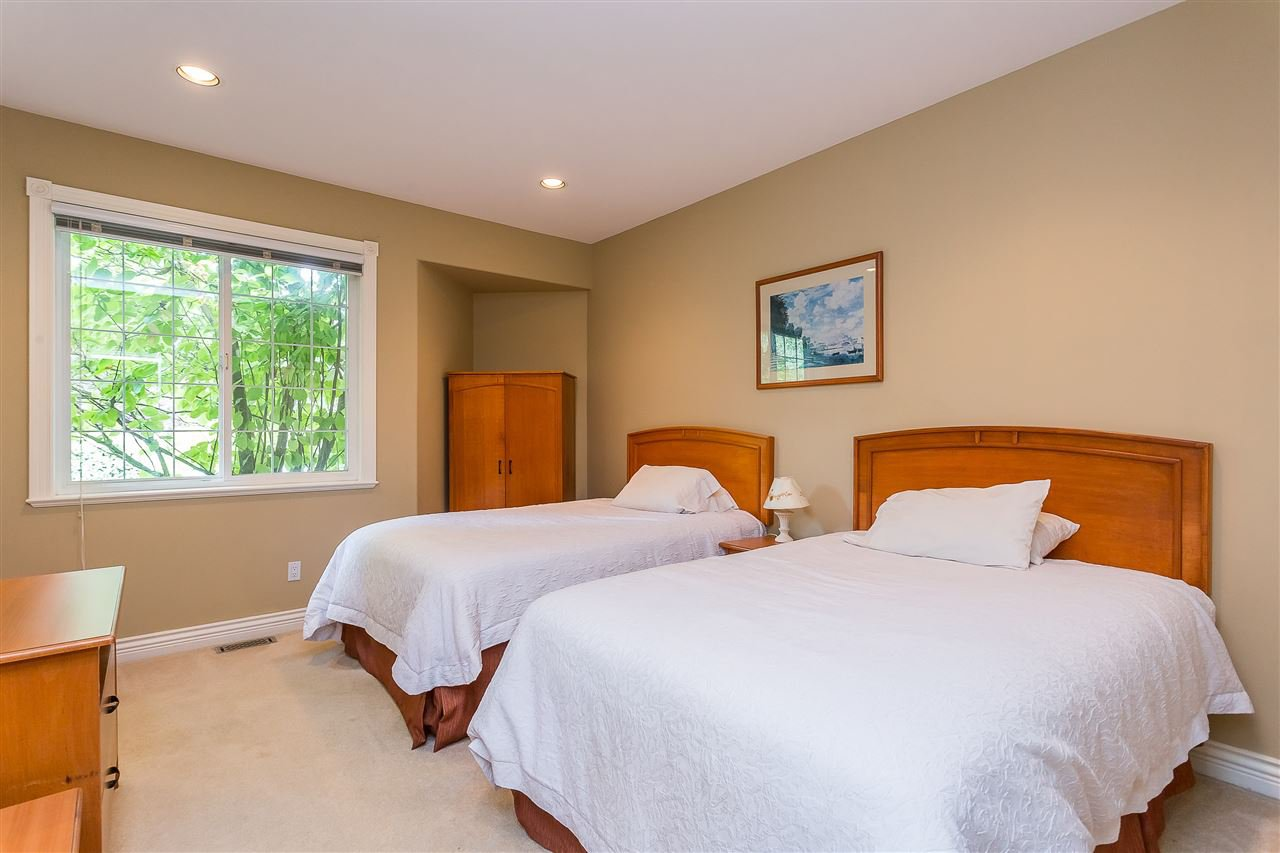 "Photo 9: Photos: 20260 28 Avenue in Langley: Brookswood Langley House for sale in ""BROOKSWOOD"" : MLS®# R2403878"