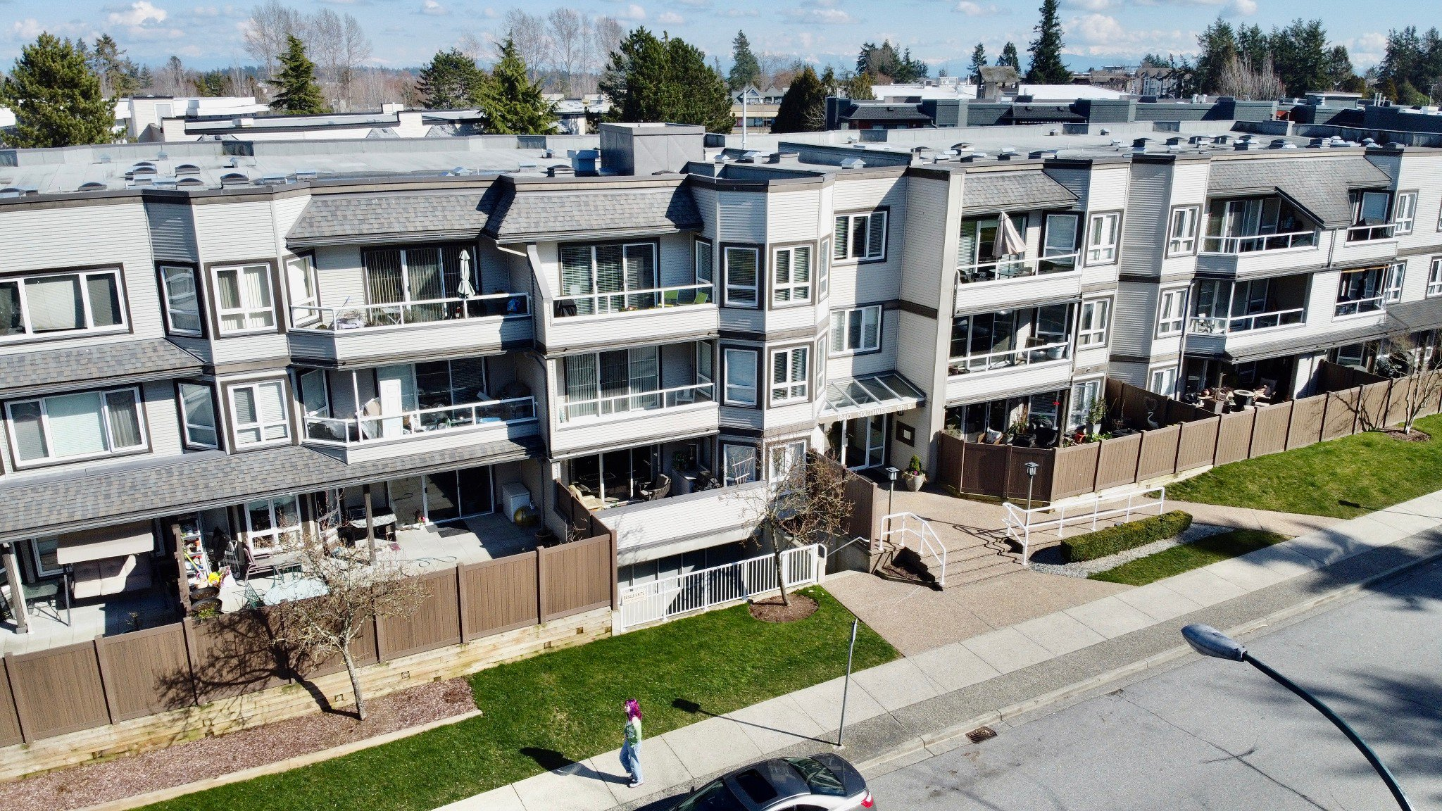 "Main Photo: 312 1840 E SOUTHMERE Crescent in Surrey: Sunnyside Park Surrey Condo for sale in ""SOUTHMERE MEWS WEST"" (South Surrey White Rock)  : MLS®# R2443327"