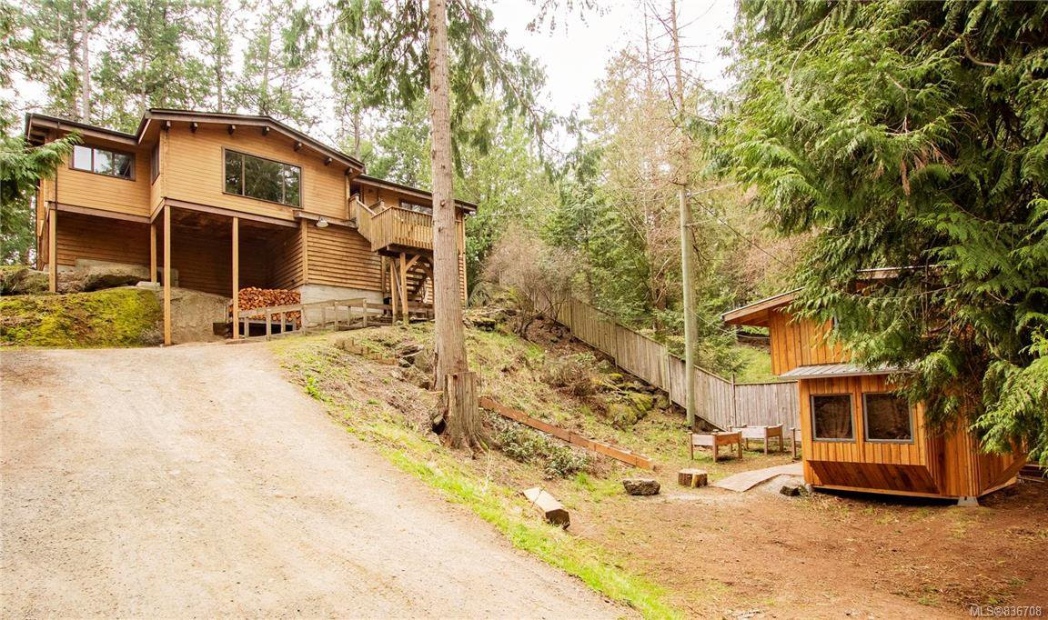 Main Photo: 4871 Pirates Rd in Pender Island: GI Pender Island House for sale (Gulf Islands)  : MLS®# 836708