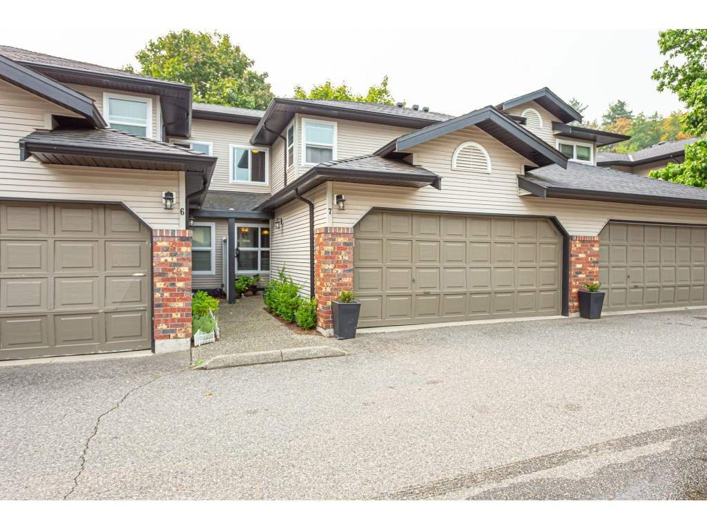 """Main Photo: 7 36060 OLD YALE Road in Abbotsford: Abbotsford East Townhouse for sale in """"Mountain view village"""" : MLS®# R2497723"""