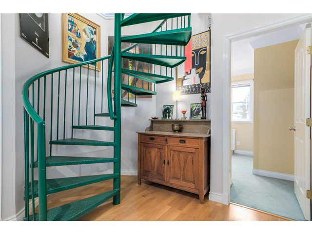 Photo 13: Photos: 1538 E 10 Avenue in Vancouver: Grandview VE House 1/2 Duplex  (Vancouver East)  : MLS®# V1092394