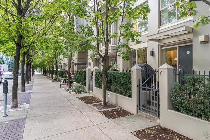 Photo 1: Photos: TH15 969 RICHARDS Street in Vancouver: Downtown VW Townhouse  (Vancouver West)  : MLS®# R2002772