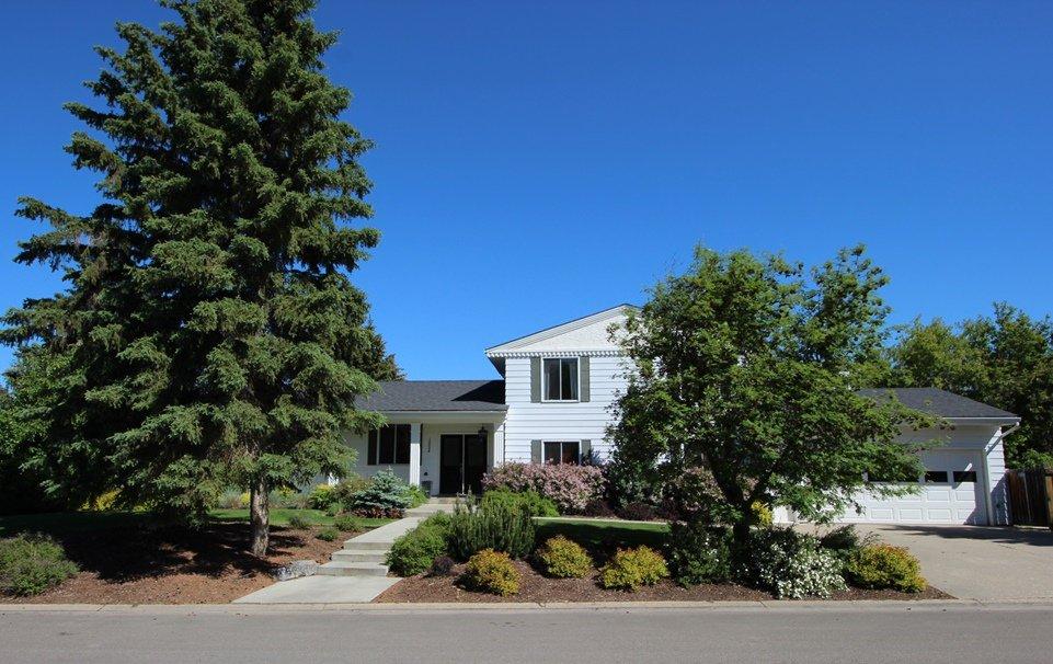 Main Photo: 15004 56 Avenue: House for sale
