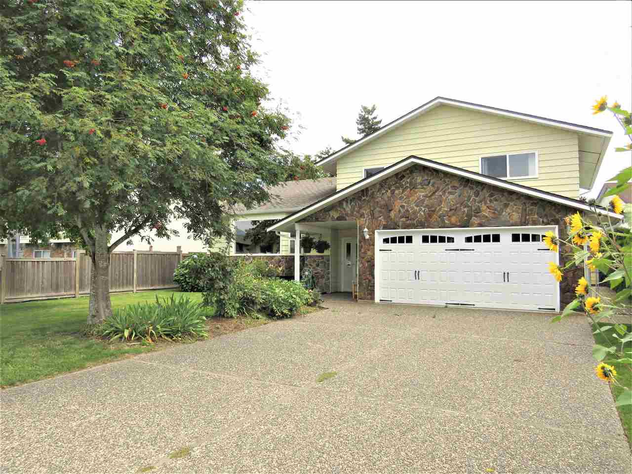Main Photo: 6482 WILTSHIRE Street in Sardis: Sardis West Vedder Rd House for sale : MLS®# R2389613