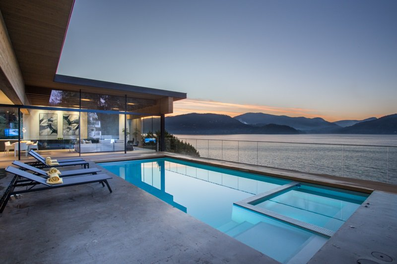 """Main Photo: 7270 ARBUTUS Road in West Vancouver: Whytecliff House for sale in """"Whytecliff Park"""" : MLS®# R2414946"""