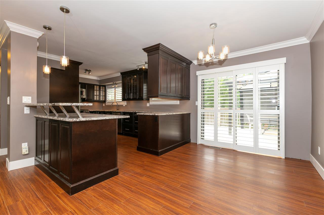 Photo 4: Photos: 1680 CONNAUGHT Drive in Port Coquitlam: Lower Mary Hill House for sale : MLS®# R2416720