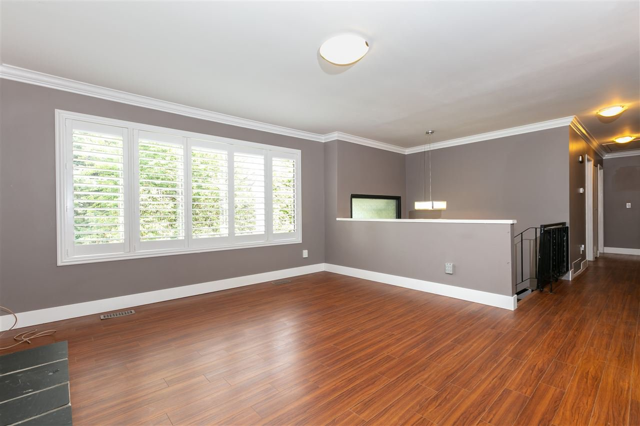 Photo 3: Photos: 1680 CONNAUGHT Drive in Port Coquitlam: Lower Mary Hill House for sale : MLS®# R2416720