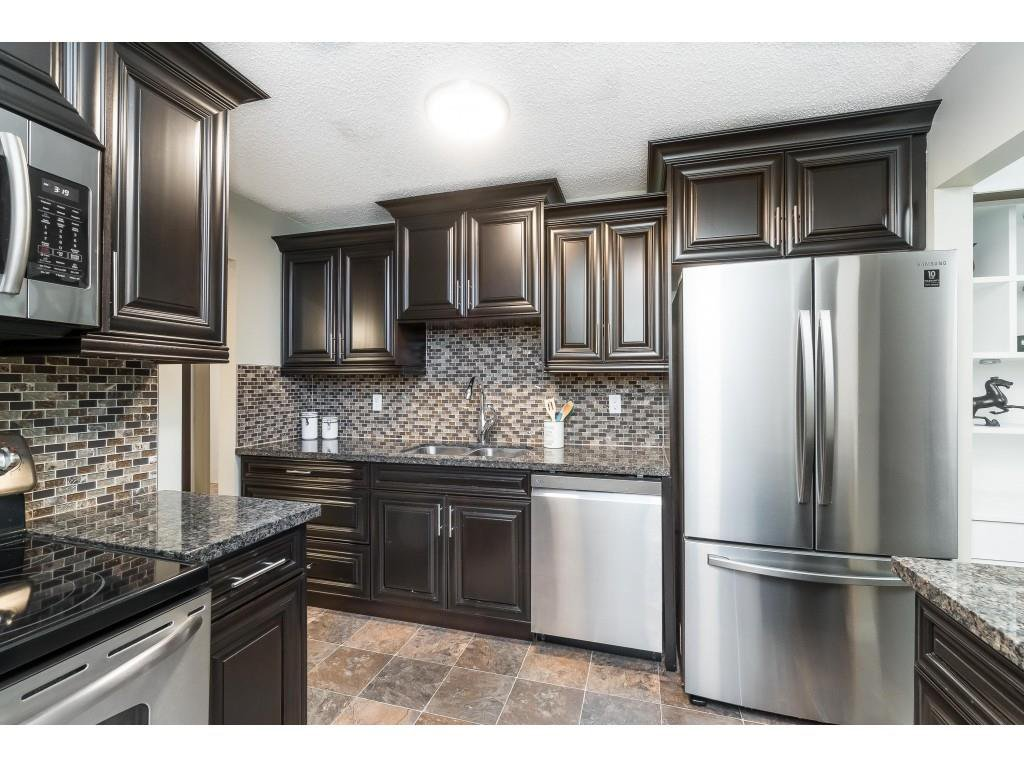 """Main Photo: 113 33400 BOURQUIN Place in Abbotsford: Central Abbotsford Condo for sale in """"Bakerview Place"""" : MLS®# R2523982"""