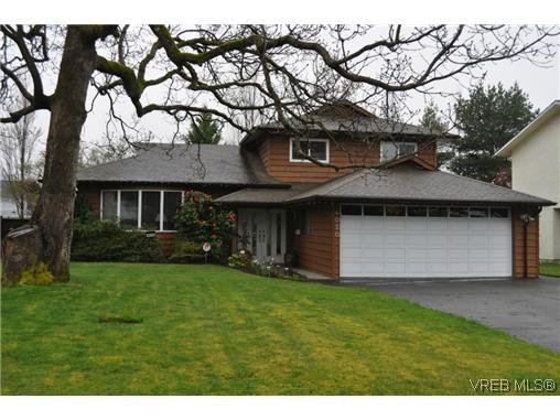 Main Photo: 4020 Dawnview Cres in VICTORIA: SE Arbutus House for sale (Saanich East)  : MLS®# 635937