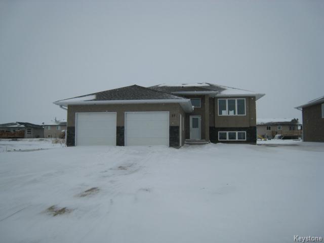 Main Photo: 37 Rockridge Drive in Blumenort: Single Family Detached for sale : MLS®# 1324884