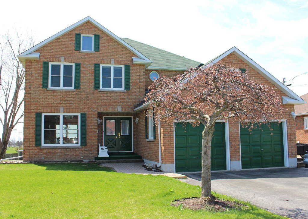 Main Photo: 289 Lakeview Crt in Cobourg: Residential Detached for sale : MLS®# 511010084
