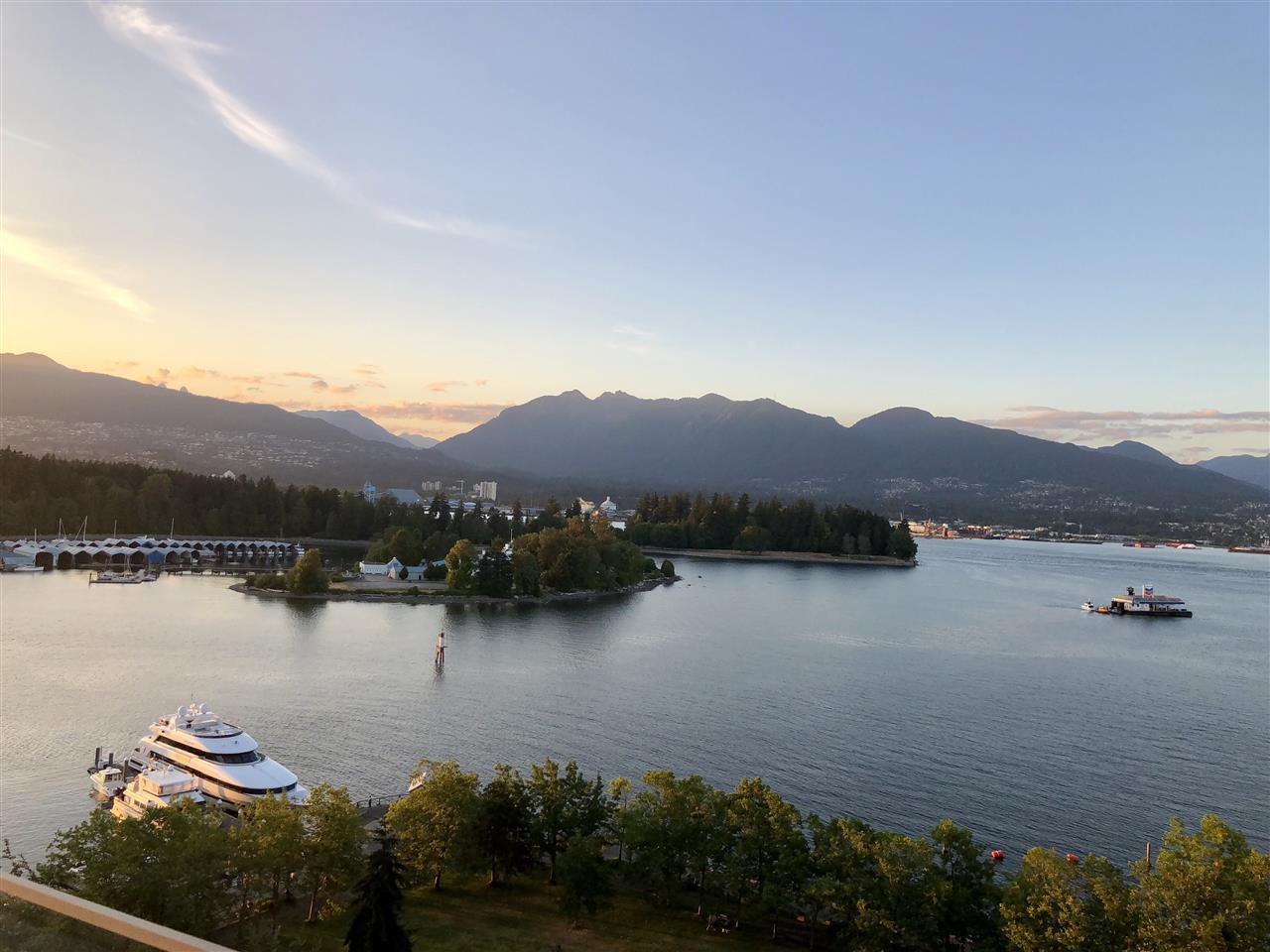 Main Photo: 1404 1281 W CORDOVA STREET in Vancouver: Coal Harbour Condo for sale (Vancouver West)  : MLS®# R2293960