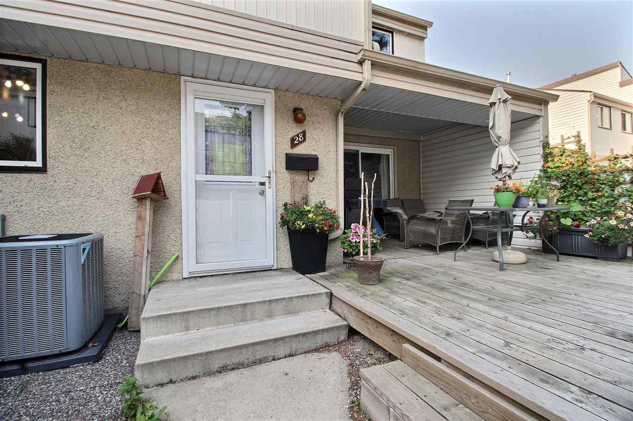 Main Photo: 28 WOODVALE Village in Edmonton: Zone 29 Townhouse for sale : MLS®# E4168726