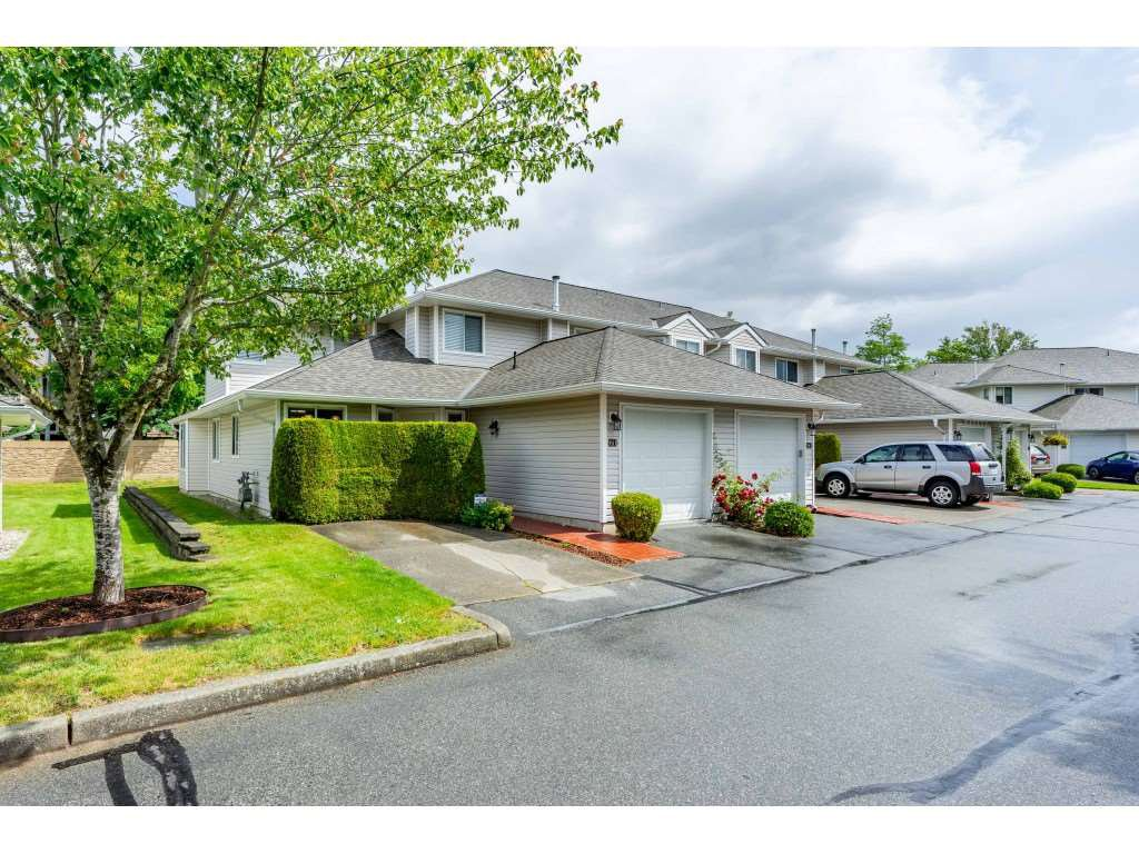 "Main Photo: 71 21928 48 Avenue in Langley: Murrayville Townhouse for sale in ""Murrayville Glen"" : MLS®# R2412203"