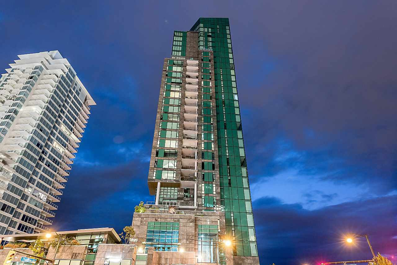 """Main Photo: 1702 277 THURLOW Street in Vancouver: Coal Harbour Condo for sale in """"Three Harbour Green"""" (Vancouver West)  : MLS®# R2426980"""