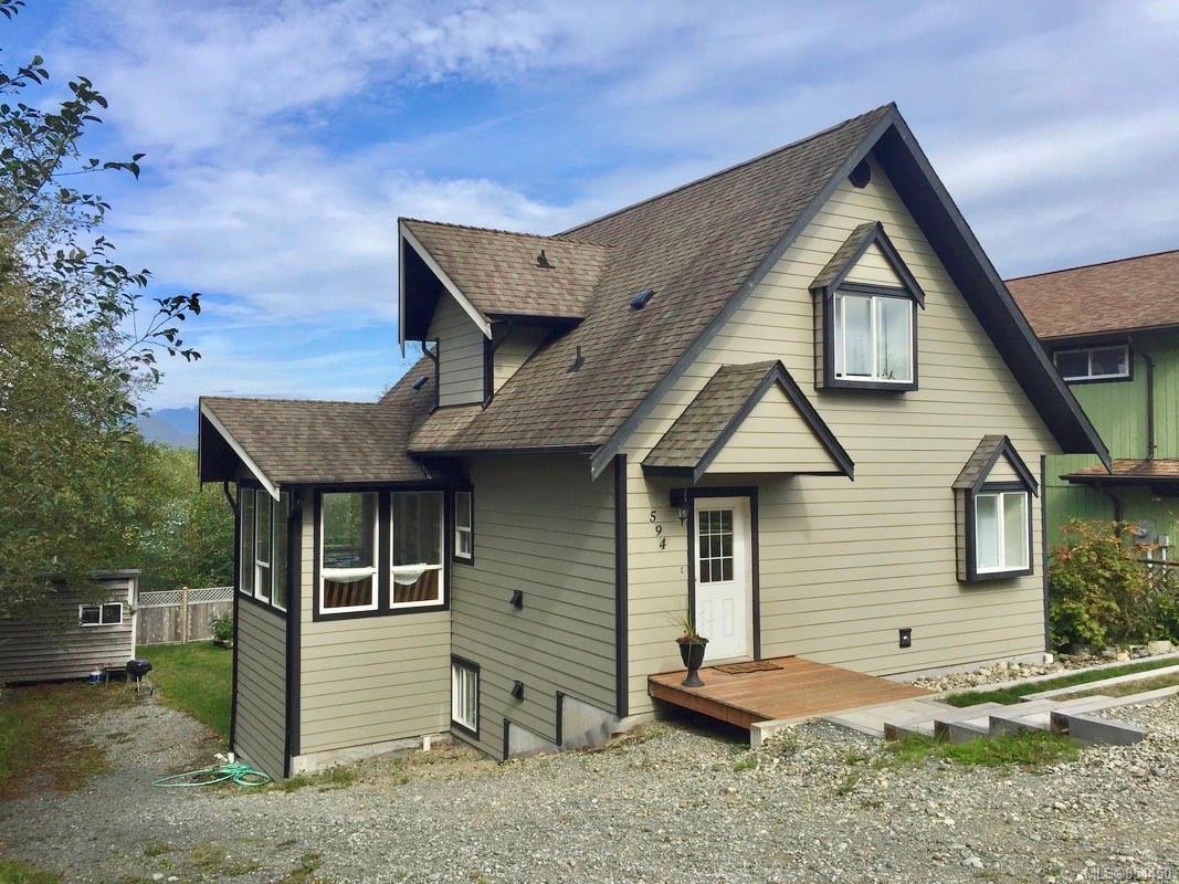 Main Photo: 594 Pfeiffer Cres in : PA Tofino House for sale (Port Alberni)  : MLS®# 854450