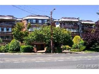 Main Photo: 215 1560 Hillside Avenue in VICTORIA: Vi Oaklands Condo Apartment for sale (Victoria)  : MLS®# 202463