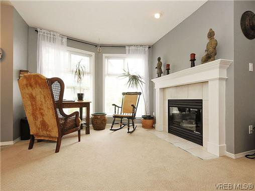 Main Photo: 306 894 Vernon Ave in VICTORIA: SE Swan Lake Condo Apartment for sale (Saanich East)  : MLS®# 641926